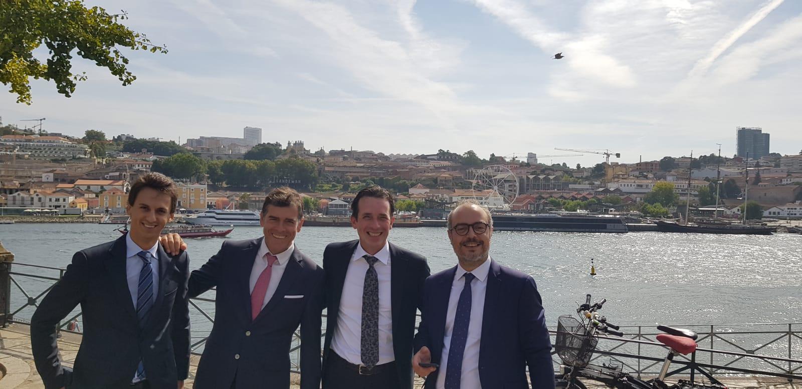 Àlex Plana, Quim Alastuey y Jordi Rovira junto a Hans de Crom, socio del despacho holandés de Rijppaert & Peeters