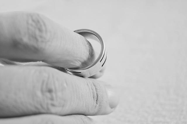 Me he divorciado en el extranjero ¿cómo puedo hacer que se cumpla en España